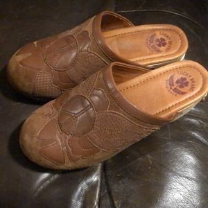 Lucky wooden clogs size 7